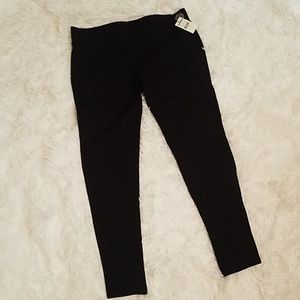 NWT Black Cropped Leggings